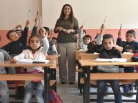 Yüksekova'daki Öğretmensiz okula vali Toprak talimatı