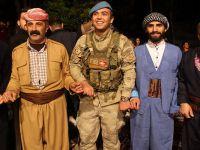 Çukurca'da Polis, asker ve vatandaş halay çekti