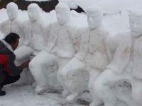 Adıyamanlı heykeltıraş kardan folklor ekibi yaptı