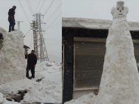 Çukurca sanayi ustalarından 5 metrelik kardan adam!