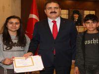 Vali Akbıyık başarılı öğrenciyi ödüllendirdi!