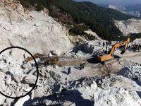 4 işçi 600 tonluk kayanın altında kaldı