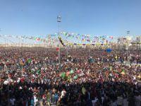 Diyarbakır ve Van'da Newroz coşkusu! FOTO GALERİ