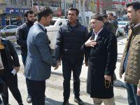 CHP Hakkari Belediye Başkan Adayı Koparan broşür dağıttı