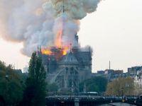 Fransa'da 856 yıllık Notre Dame Katedrali yandı!