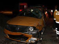 Yüksekova - Hakkari yolunda Kaza: Vali Akbıyık kaza yapan vatandaşlar ile ilgilendi