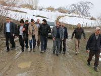 HDP'liler koyunları kurt saldırısına uğrayan köylüleri ziyaret etti