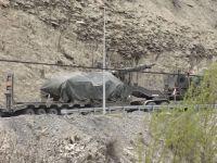 Hakkari'de Fırtına Obüsü ve Tank Sevkiyatı