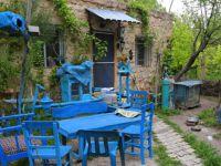 Hayalindeki evi yaptı: Kentten uzak, her şey mavi FOTO GALERİ