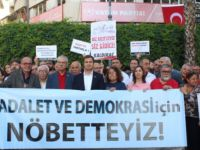 İzmir'de Demokrasi Nöbeti Sürüyor