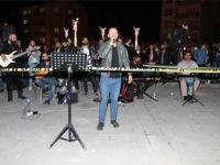Hakkari'de dar gelirli aileler için konser düzenlendi!