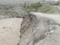 Hakkari'deki bu yollar tehlike saçıyor!