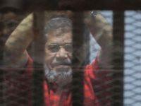 Mısır'ın darbeyle devrilen eski cumhurbaşkanı mahkemede hayatını kaybetti