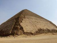 Mısır'daki Eğik Piramit ziyarete açıldı