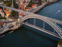Çırılçıplak soyunup 45 metrelik köprüden nehre atladı
