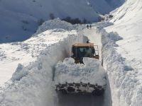 Hakkari'de 262 köy ve mezra yolu kapalı!