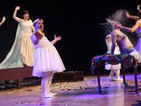 'Xewna Şevek Havînê' oyunu Şişli'de sahnelendi