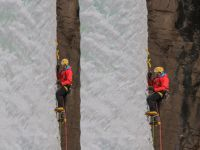 Dağcılar Buzul Şelalesine Tırmandı