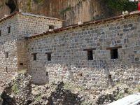 Çukurca'da 400 yıllık taş evlerin restorasyonunda sona gelindi