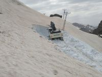 Hakkari'de baharda karla mücadele devam ediyor