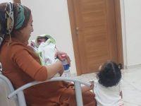 Bir aylık Omedya ve 2 yaşındaki Nefes 20 gündür hapishanede