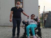 Başkan Aydoğdu'dan engelli genç kıza tekerlekli sandalye yardımı