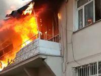 2 katlı ev çıkan yangında kullanılmaz hale geldi