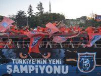 Medipol Başakşehir ilk şampiyonluğunu coşkuyla kutladı