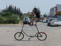 Adana'da koronavirüs salgınından korunmak için 3 metrelik 'koronasiklet' üretildi