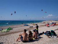 Yunanistan'ın turizm merkezlerindeki restoran ve barlara gece yasağı