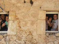 Köyde uzaktan eğitim çekmiyor: Bilgisayar, tablet yok, olsa da internet yok, televizyon var ama elektrik yok