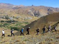 Hakkari'de 2800 rakımlı bölgeye doğa yürüyüşü