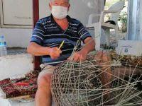 60 yıldır Bodrum'da sepet örüyor