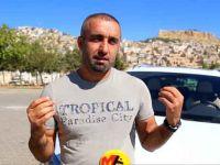 Araba tanıtımlarını Kürtçe yapıyor