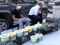 'Çukurca inciri' satarak aile bütçesine katkı sağlıyorlar