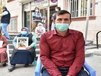 Yüksekova'dan gidip Diyarbakır'daki oturma eylemine katıldı