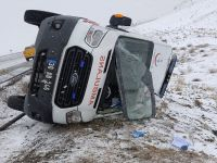 Hakkari-Van yolunda Ambulans kaza yaptı