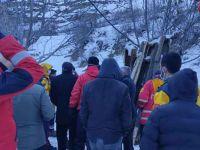 Hakkari'de çığda mahsur kalan iki kardeş kurtarıldı