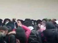 Bolivya'da üniversite kavgası: Korkuluklar kırılınca öğrenciler 5. kattan zemine düştü