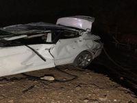 Otomobil fabrikanın inşaatına uçtu 2 ölü