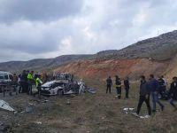 İki otomobil çarpıştı: 2'si çocuk 5 kişi yaşamını yitirdi