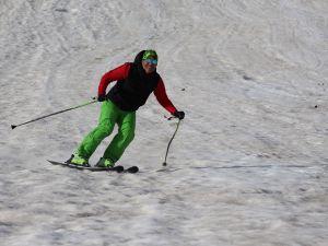 Hakkari'de yılın son kayak keyfi