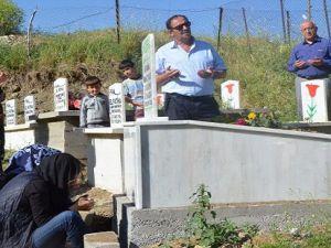 Gazeteci Ferhat Tuğan Hakkari'de mezarı başında anıldı