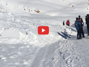 Hakkari'de Kayak tesisi yoluna çığ düştü