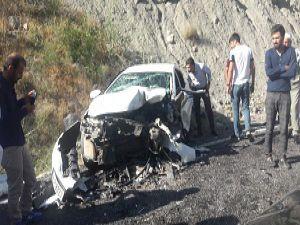 Hakkari Van karayolunda trafik kazası: 2'si ağır 6 yaralı