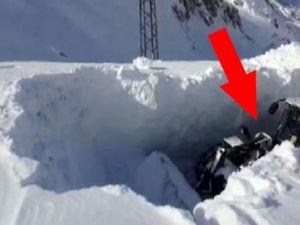 Hakkari'de Kar kalınlığı iş makinesinin boyunu aştı!
