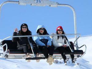 Hakkari kayak merkezi dolup taştı